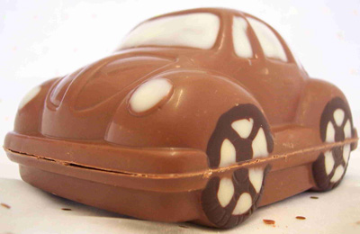 a picture of a milk chocolate Beetle car decorated with white and dark chocolate