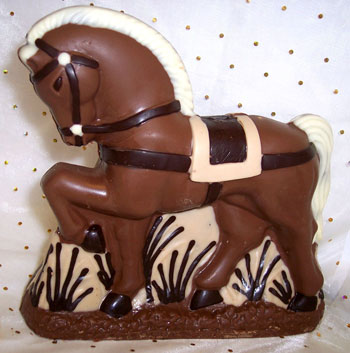 a picture of a milk chocolate horse decorated with white and dark chocolate