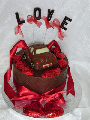 a picture of chocolate Valentine beetle car on single tier